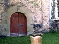El nou portal a la banda de ponent de Sant Pere de Savassona