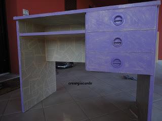 Creargiocando paint your life scrivania rinnovata - Decoupage su mobili in formica ...
