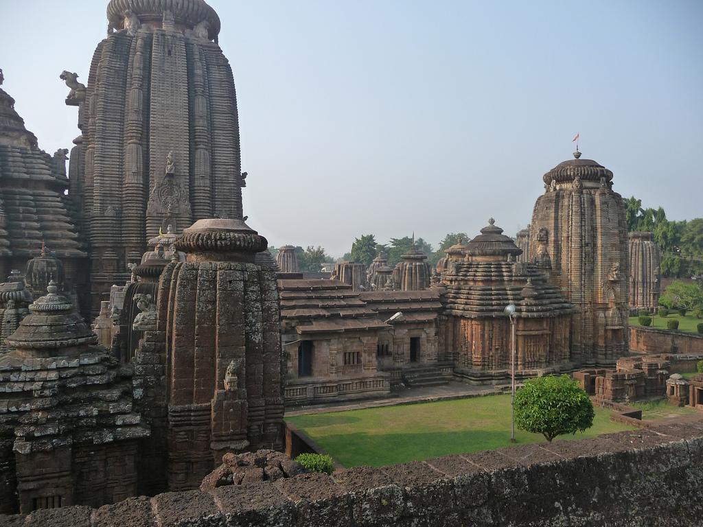 Lingaraj temple bhubaneshwar odisha popular temples of for Architecture design for home in odisha
