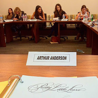 PLL Table Read 6x18 Ashley Benson, Shay Mitchell, Troian Bellisario and Lucy Hale