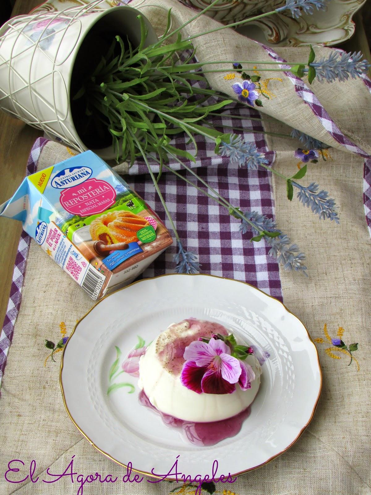 panna cotta ,Salsa de caramelos de violeta,caramelos de violeta