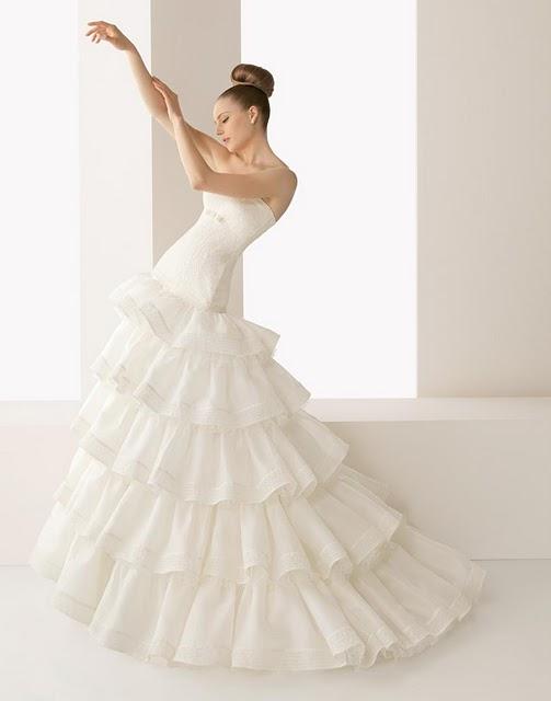 Short spanish style wedding dress