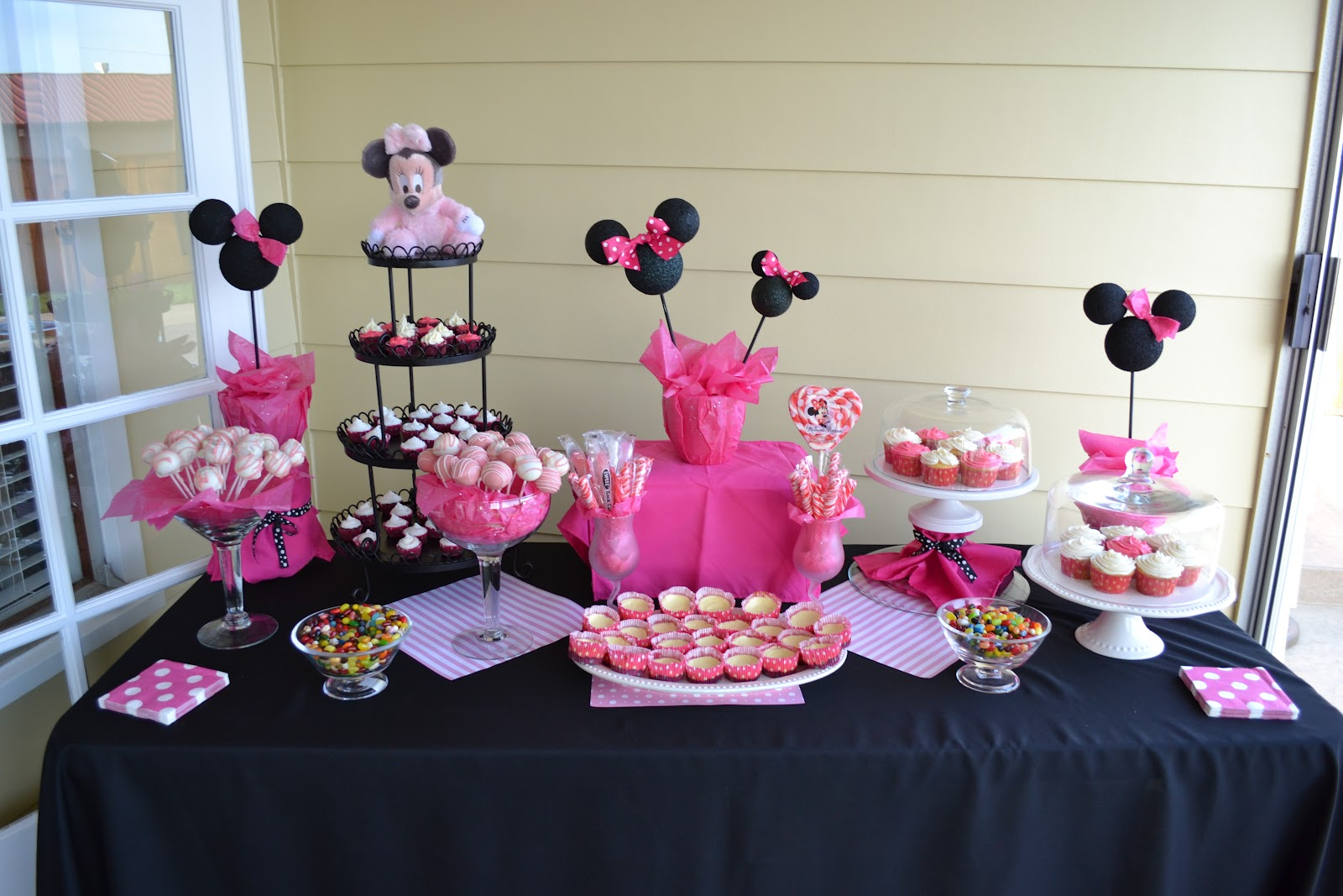 minnie mouse baby shower theme