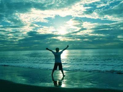 Αγναντεύω το πέλαγος και αισθάνομαι τη ζωή
