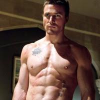 protagonistas masculinos de Arrow hacen topless