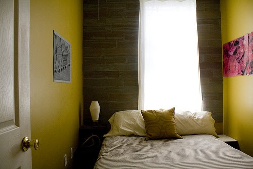 DECORATING A SMALL BEDROOM - HOW TO DECORATE A REALLY SMALL