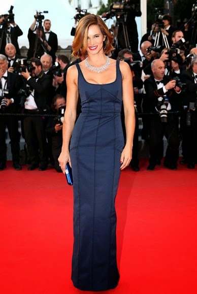 68 Festival de Cannes - Claudia Vieira vestido azul da Prada  carpete vermelha