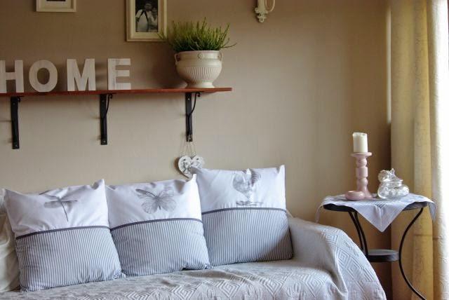 szare poduszki , grafika , ważka , motyl , kogut