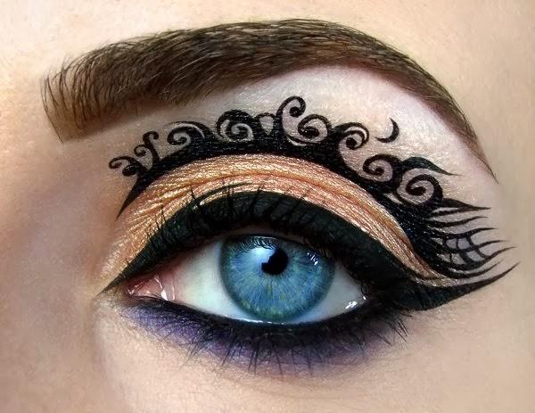Maquiagem artística com tribais