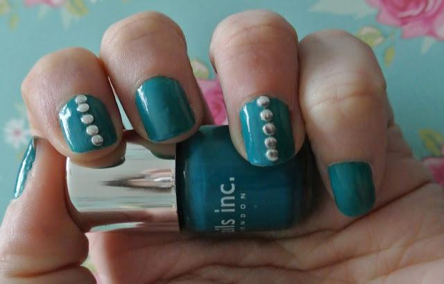 sunday nails studs