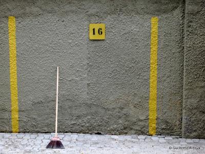 Beyond number (16), by Guillermo Aldaya / PhotoConversa
