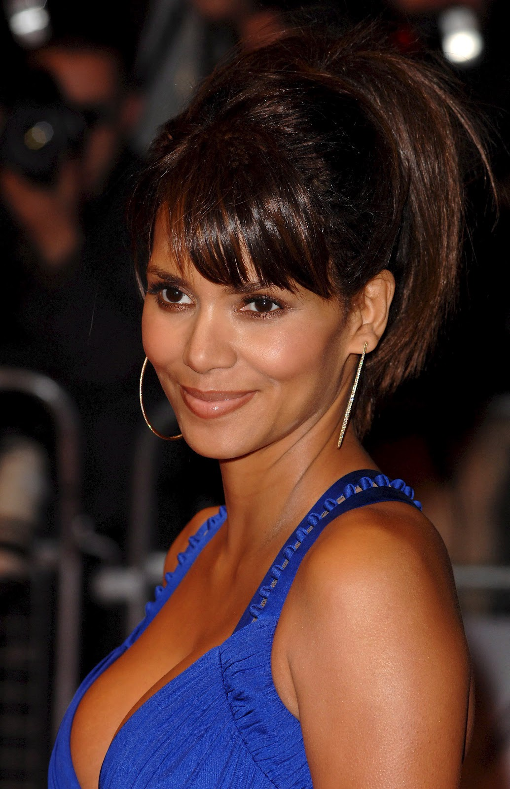 a new life hartz: Halle Berry Different Hairstyles 2012