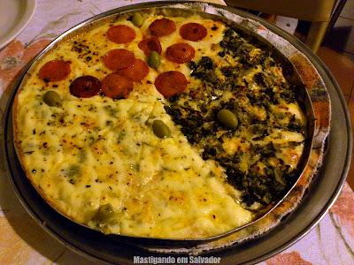 Cantina Cosa Nostra: Pizza nos sabores Escarola, Peperone e 4 Queijos