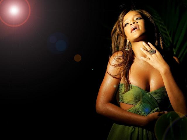 Rihanna Hot New HD Photos