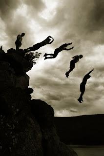 http://2.bp.blogspot.com/-fsytaNCK52M/Tl3v5xxvwWI/AAAAAAAAAeI/22qyjCRj4fQ/s1600/cliff-jumping.jpg