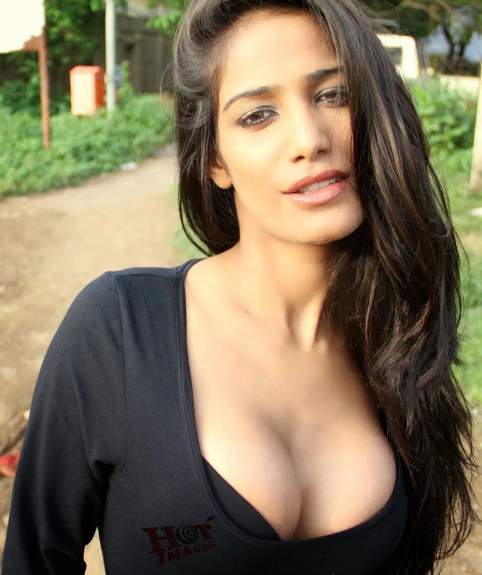 Poonam Pandey Hot Image