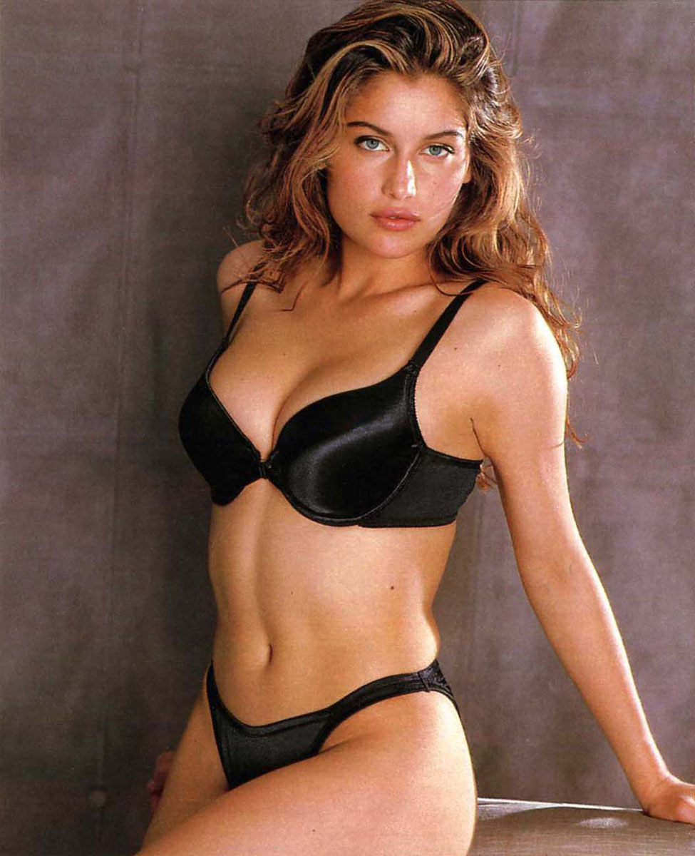 http://2.bp.blogspot.com/-ftCpK-Dkw0c/TZiYCR1bTQI/AAAAAAAAAis/A9K1WJ1Od7c/s1600/laetitia-casta-victoria-secrets-lingerie-11.jpg