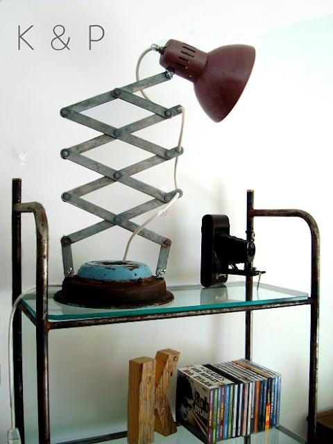 Lámpara estilo industrial artesanal reciclada para escritorio vintage