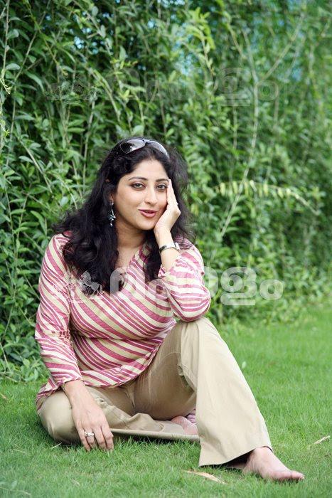 INDIAN ACTRESS: Lakshmi Gopalaswamy Serial actress boobs press hard at ...