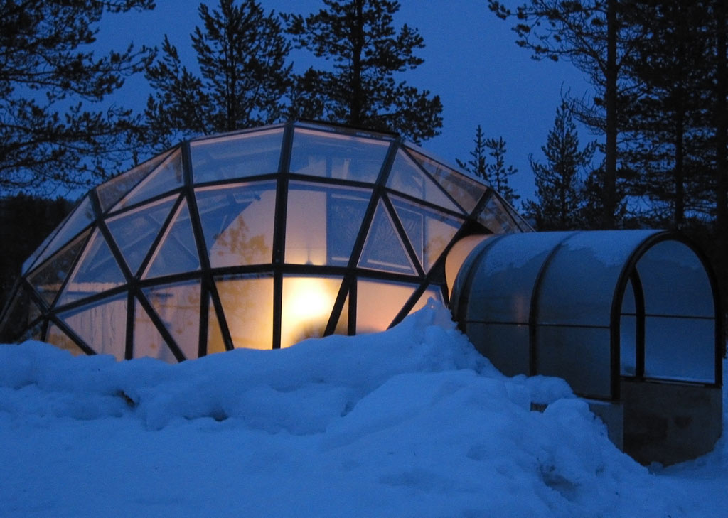 Glass Igloos with Magnificent Northern Lights Views in Finland title=