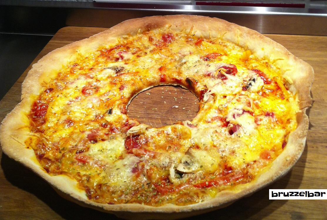 Pizza mit Loch