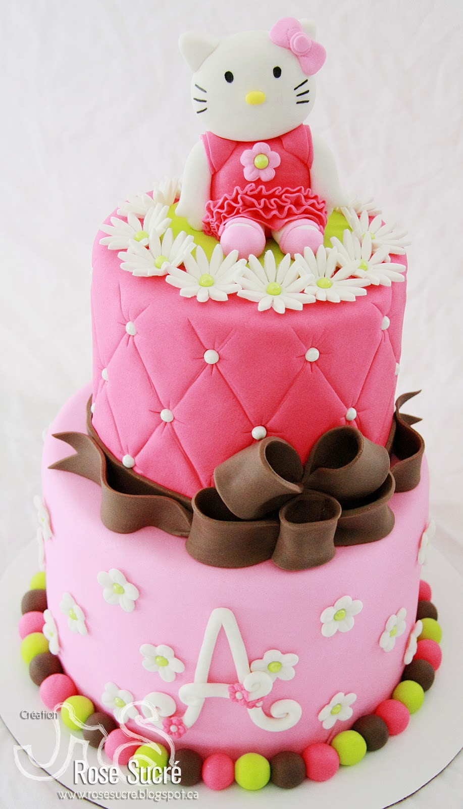 Rose sucr g teau hello kitty 2 tages - Gateau de couche hello kitty ...