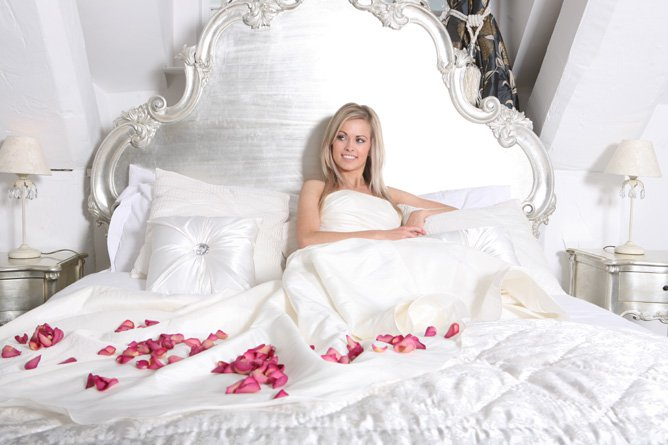 The confetti blog decorating with rose petals ideas and for Bed decoration with rose petals