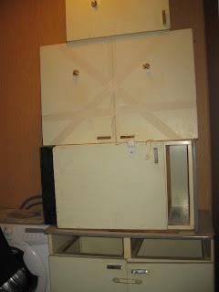 старую кухонную мебель вынес в коридор