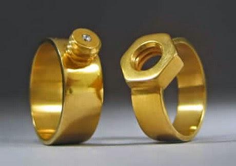 Alianças de Casamento e Compromissos.