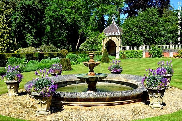 The galloping gardener gertrude jekyll garden under for Gertrude jekyll garden designs