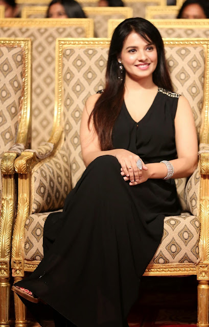 Actress Saloni Latest Pictures in Black Long Dress at Gama Awards 2014 CelebsNext 2.JPG
