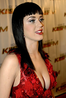 Katy Perry: click on to get high resolution