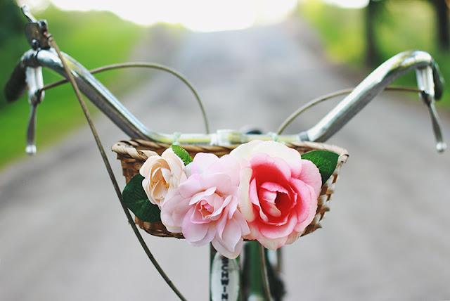 Añade colores y flores a tu canasto de bicicleta