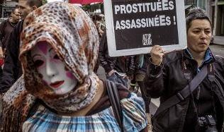 Замахнулись на проституток. Власти Франции.  Фото BBC