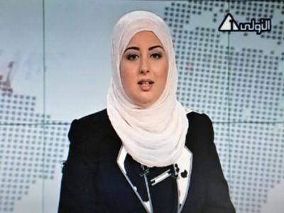 Imej daripada televisyen kerajaan Mesir menunjukkan Fatma Nabil memakai tudung semasa membaca berita melalui Channel 1 di Kaherah, kelmarin.