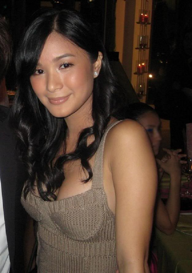 heart evangelista sexy cleavage pics 01
