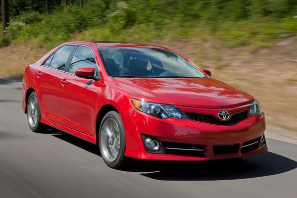 http://2.bp.blogspot.com/-fvilqFOe314/UFs99m8Pu3I/AAAAAAAANYg/EqEqCWRLPe0/s640/Toyota-Camry-SE_21.jpg