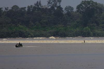 photo Ombak Bono Sungai Kampar Bono waves