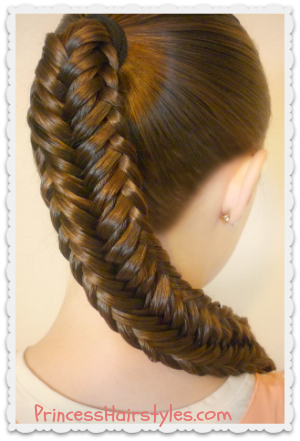 Pretty variation of a fishtail braid tutorial