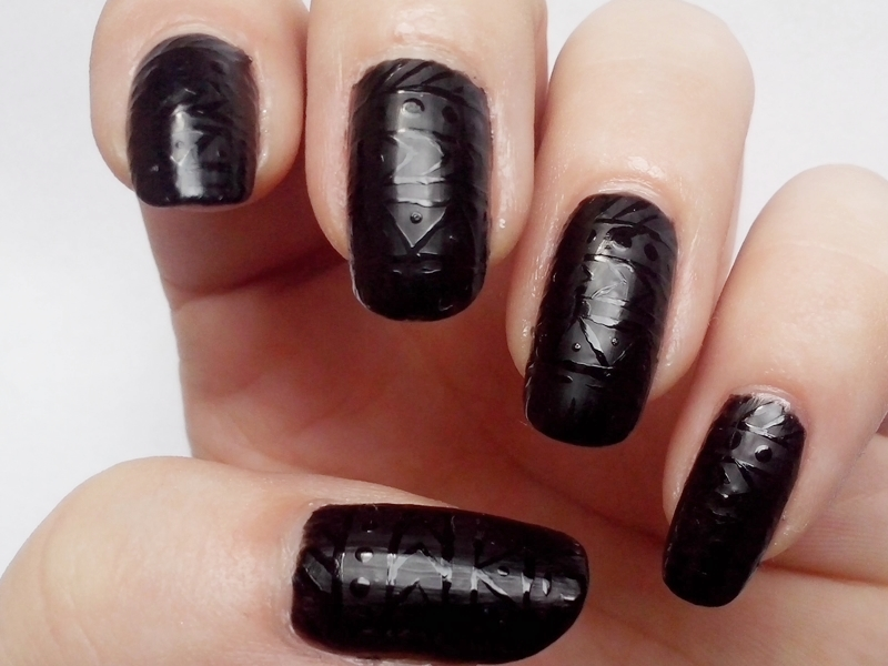 31DC2014 Day 16: TRIBAL PRINT - Matte Black Tribal Nails