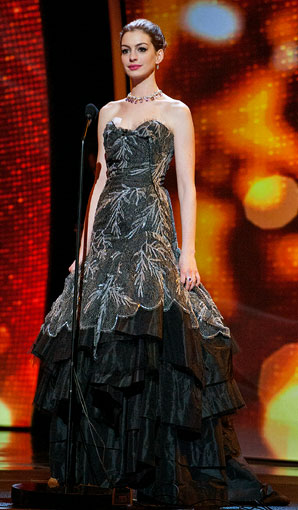 Anne-Hathaway-Oscar-dress