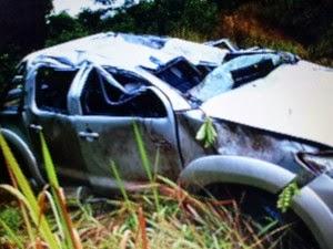 Pai e filha ficam feridos após acidente na BR-262 próximo a Campos Altos