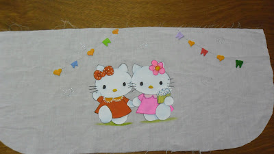 pintura de hello kitty em avental