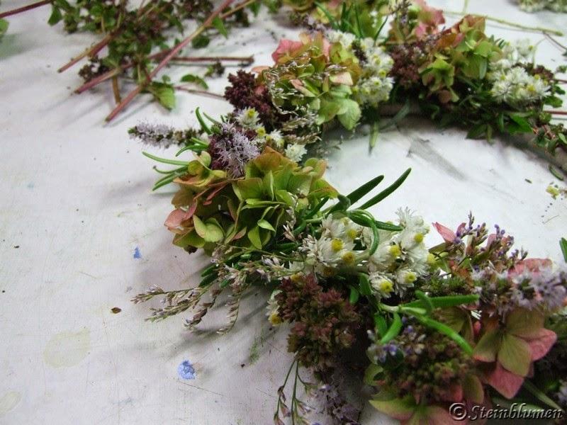 Kranz wickeln in der Blumenwerkstatt