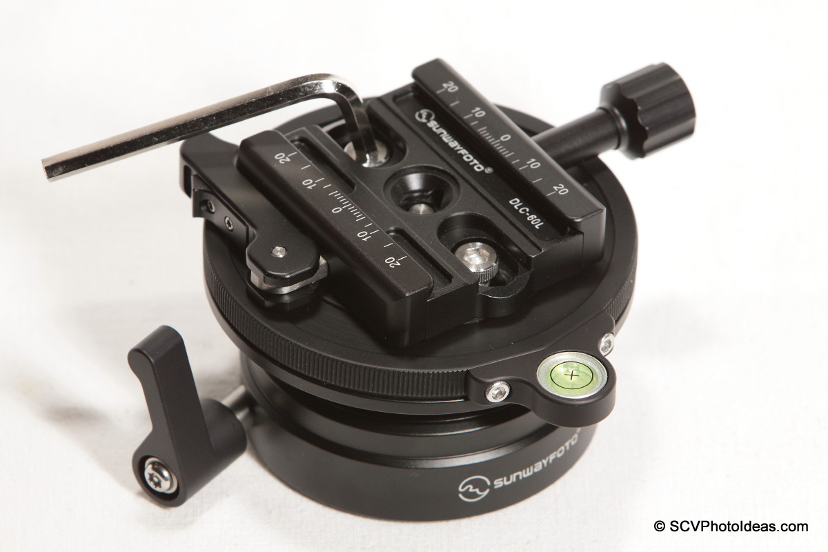 Sunwayfoto DYH-90 - DLC-60L Duo QR clamp installation