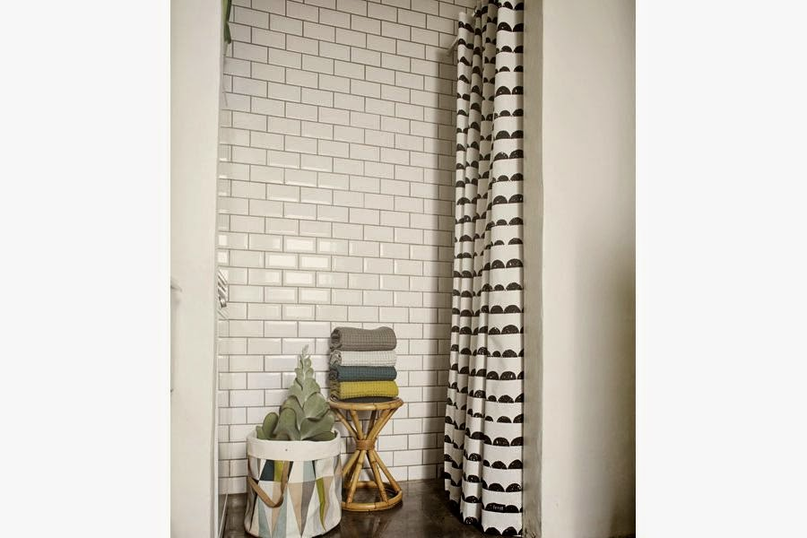 cheap carreaux blancs sol vinyl sixties rideau de douche ikea ud salle de bain russie with barre. Black Bedroom Furniture Sets. Home Design Ideas