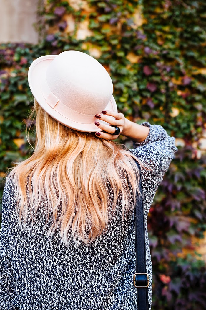gray sweater pink H&M hat ripped skinny jeans
