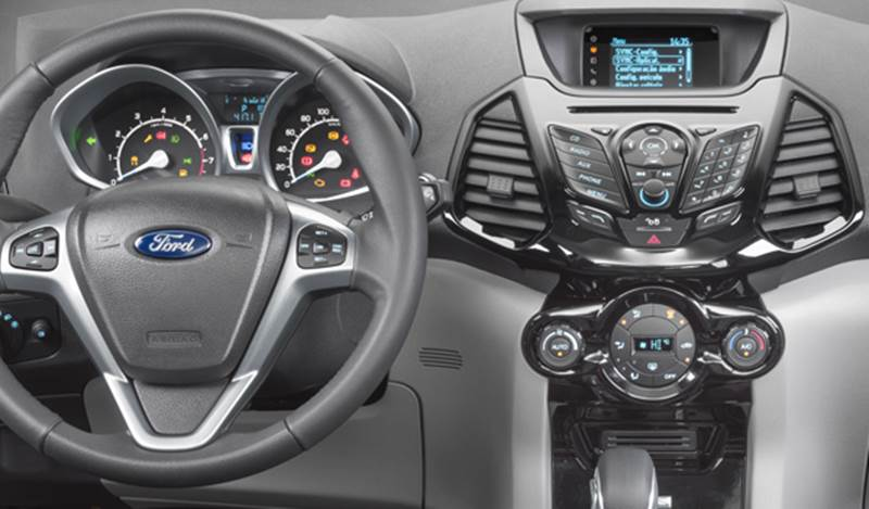Ford EcoSport 2.0 Powershift Titanium - interior