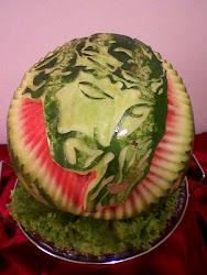Cristo esculpido na melancia