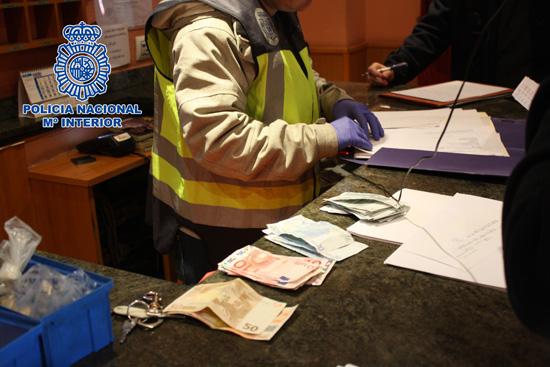 policia. imagenes durante la redada